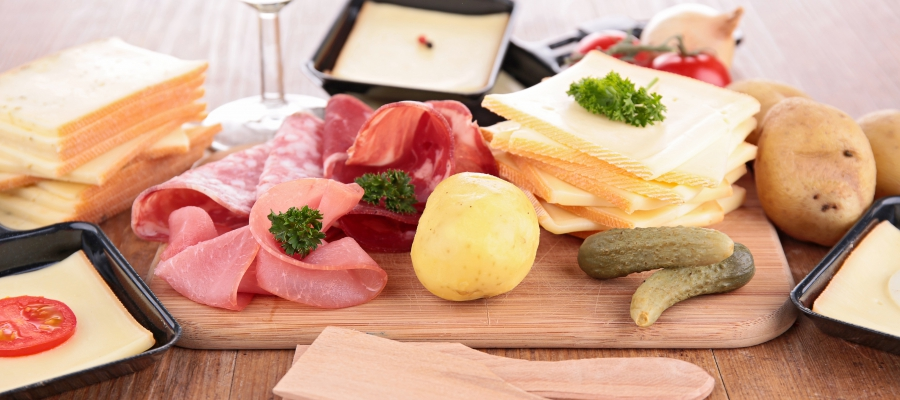 Une raclette r ussie entremont - Coupe fromage a raclette ...